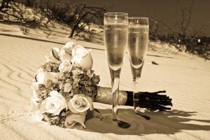 beach wedding photo glasses (4 of 7)